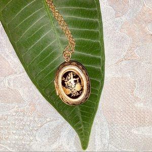 Jewelry - B A L A N C E Vintage Gold Tone Locket